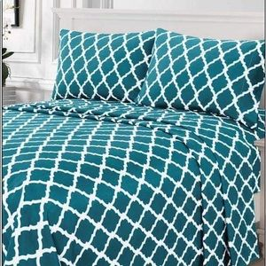⭐️SALE⭐️King 4pc Cyan Arabesque Bedsheets